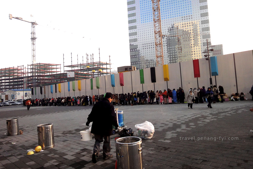 The queue to watch Mnet Countdown live show