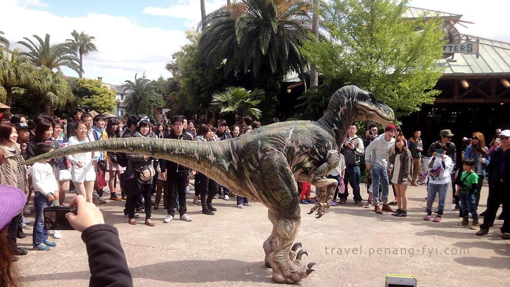 universal-studio-dinosaur