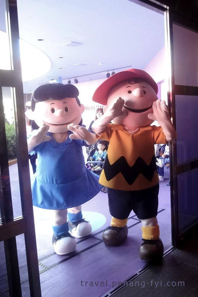 The cutest in Universal Studio! Charlie Brown & Lucy from Snoopy <3