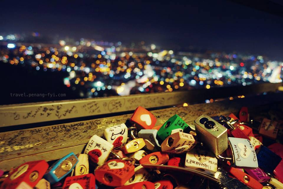 namsan-seoul-tower-love-locks