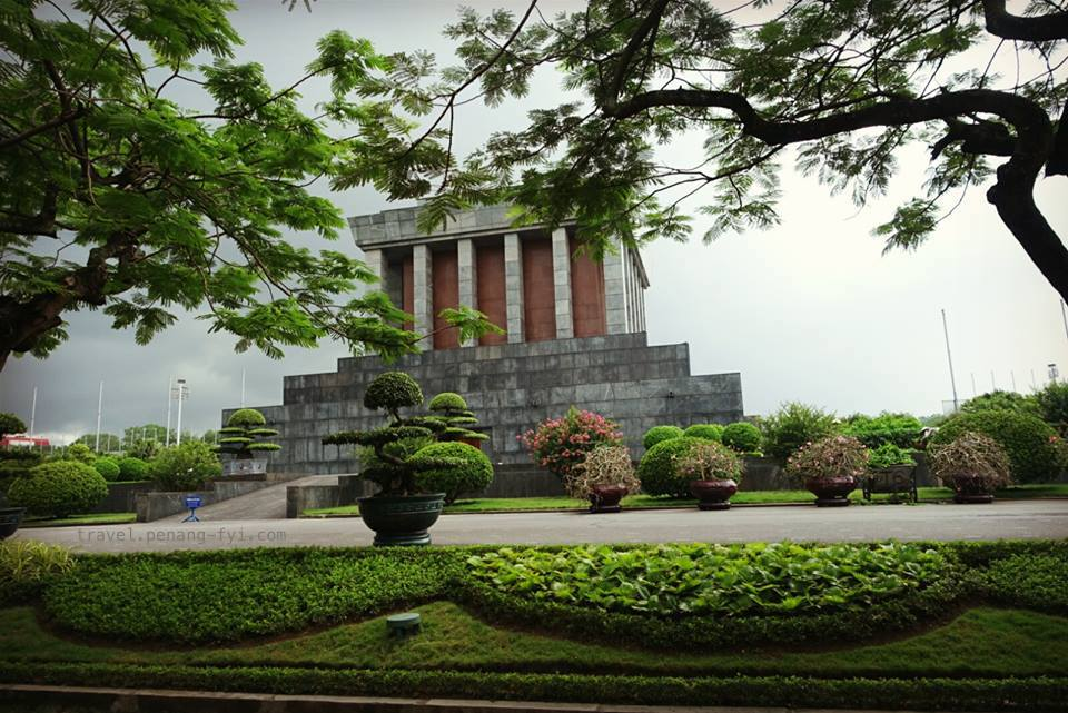 Ho-Chi-Minh-Mausoleum-03