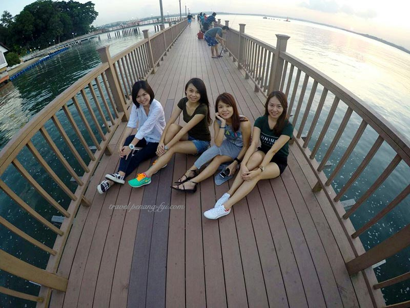 changi-boardwalk-friends