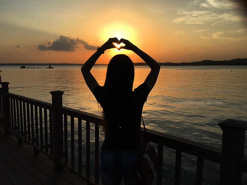 changi-boardwalk-sunset-love