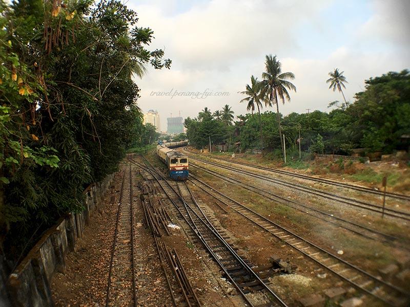 yangon-railway-train-1
