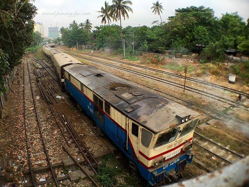 yangon-railway-train