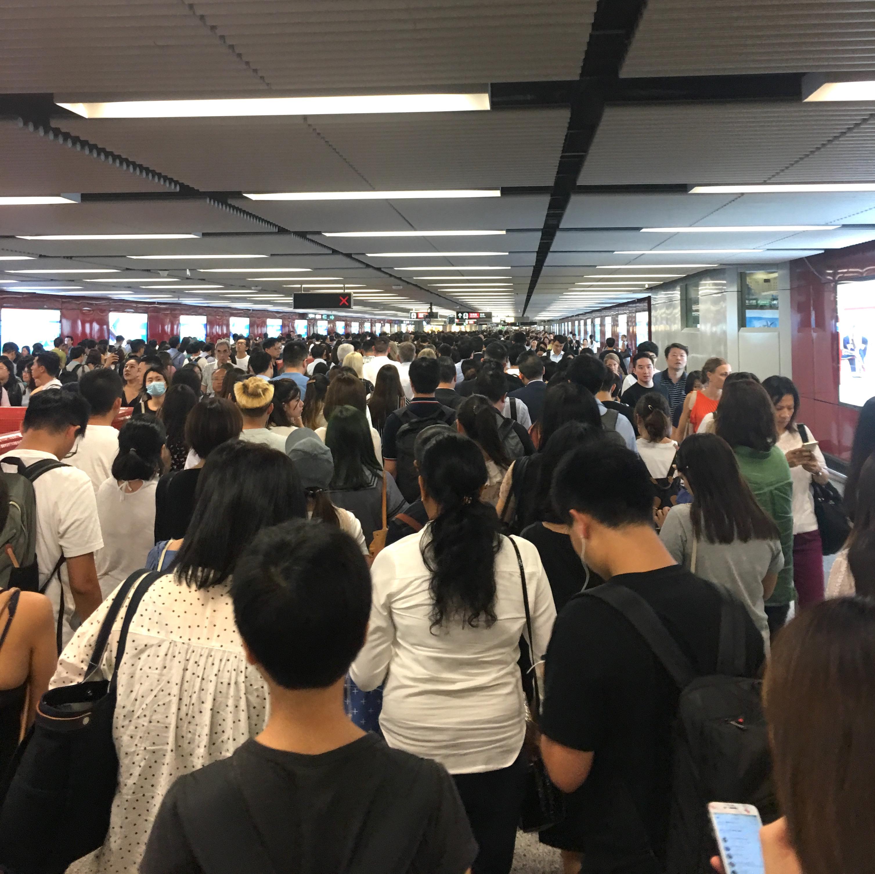hongkong-mtr-rush-hour