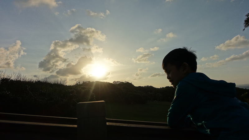 eluanbi-sunset-boy