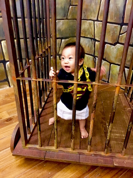 funtasy-house-Trick-Art-Museum-caged-cute-kid