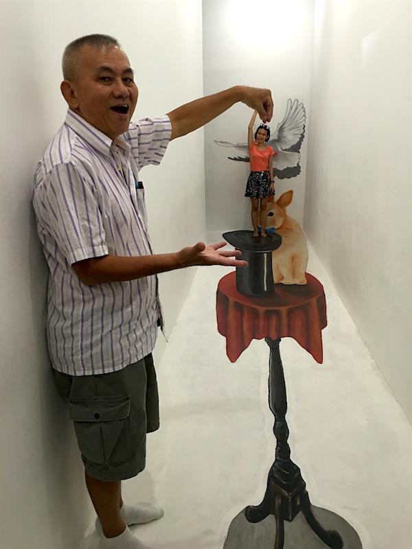 funtasy-house-Trick-Art-Museum-magician