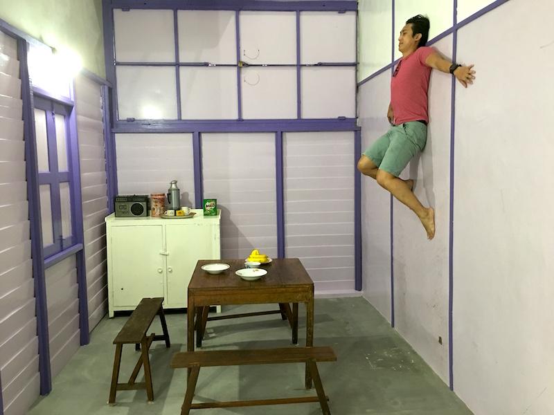 funtasy-house-Trick-Art-Museum-upside-down